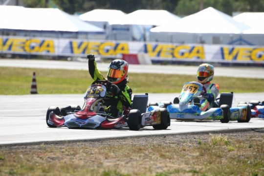 Bardas domina la 125 AK Junior a Sarno