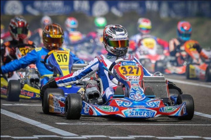 Martijn van Leeuwen motiva il saluto al karting