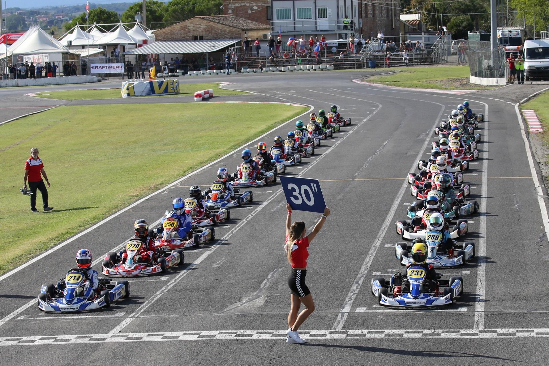Alla pista 7 Laghi Kart di Castelletto di Branduzzo potrete scendere in pista e provare i kart utilizzati per entrambe le categorie.