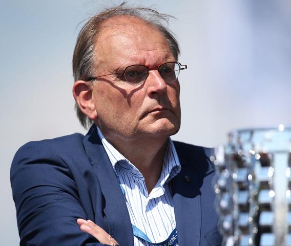 Il Vice Presidente van de Grint lascia la CIK