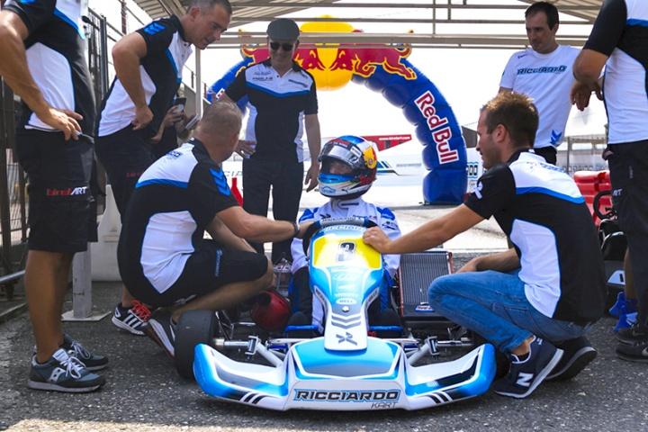 """Ricciardo a Castelletto con i """"suoi kart"""""""